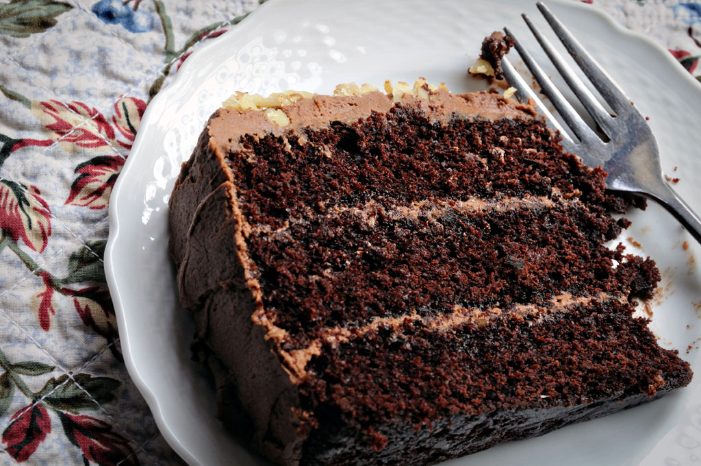 Three Layer Chocolate Cake Thimbleanna