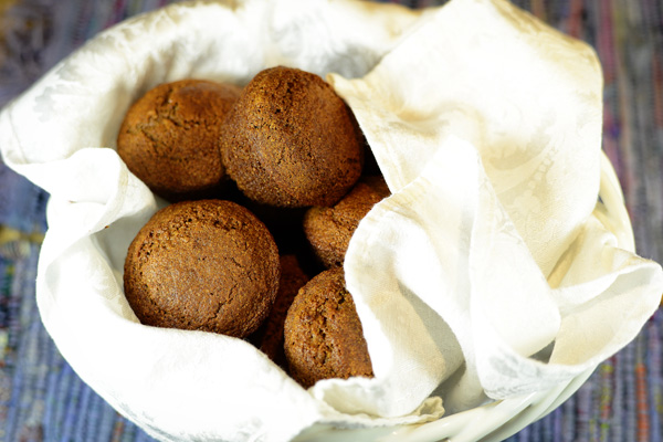 Thimbleanna: Boston Brown Bread Muffins